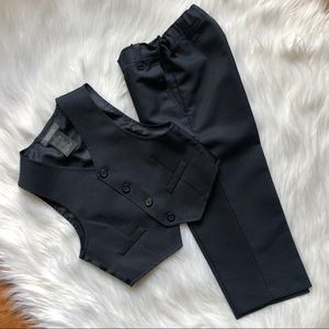 Boys 2pc navy suit size 3